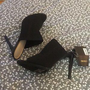 Black stretch open toed mules